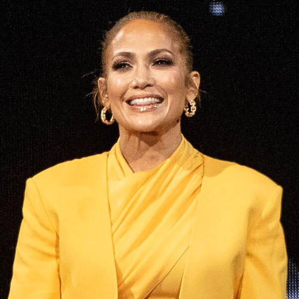 Jennifer Lopez Fans Think They've Spotted a Person in Her Selfie