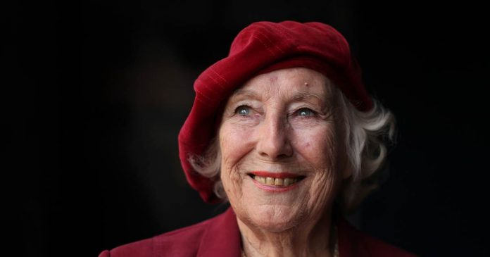 'We'll Meet Again' singer Vera Lynn, who boosted British morale during WWII, has died