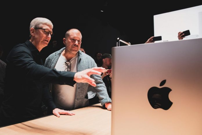 apple-wwdc-2019-tim-cook-jony-ive-3547