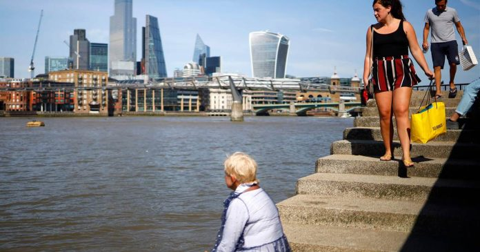 Scientists 'shocked' by high levels of microplastic pollution in London's Thames
