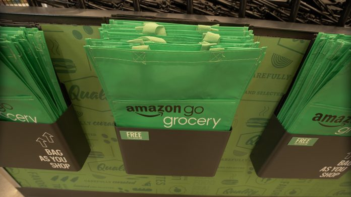 Inside Amazon's brand-new cashierless grocery store - Video