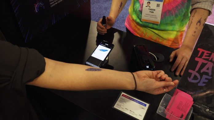 Simple handheld device delivers temporary tattoos in seconds - Video