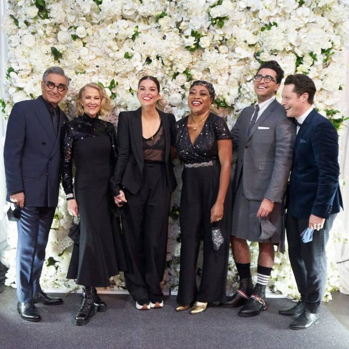 Why Schitt's Creek's Cast Had to Uninvite Guests to Emmys Party - E! Online
