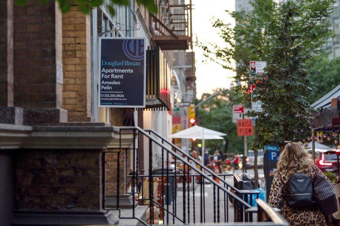 Empty rental apartments in Manhattan triple, nearly hitting 16,000