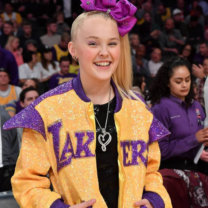 First-Time PCAsNominee JoJo Siwa Can't Contain Her Excitement! - E! Online