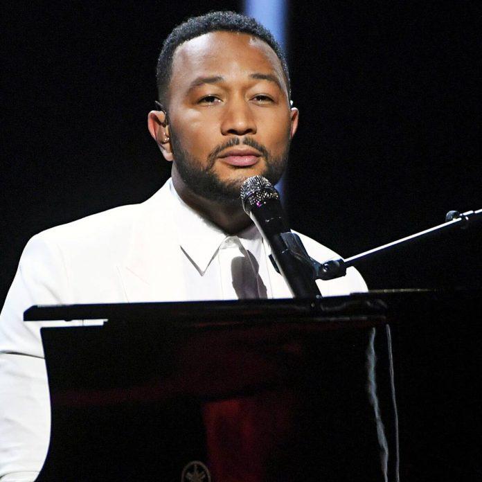 John Legend Dedicates 2020 BBMAs Performance to Chrissy Teigen - E! Online