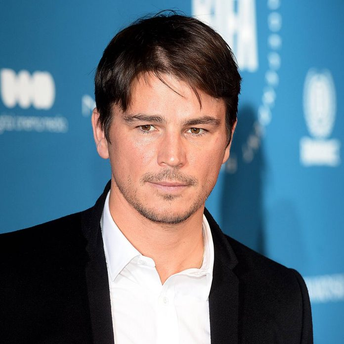 """Josh Hartnett Resents Hollywood for This """"Set-Up-to-Fail Moment"""" - E! Online"""