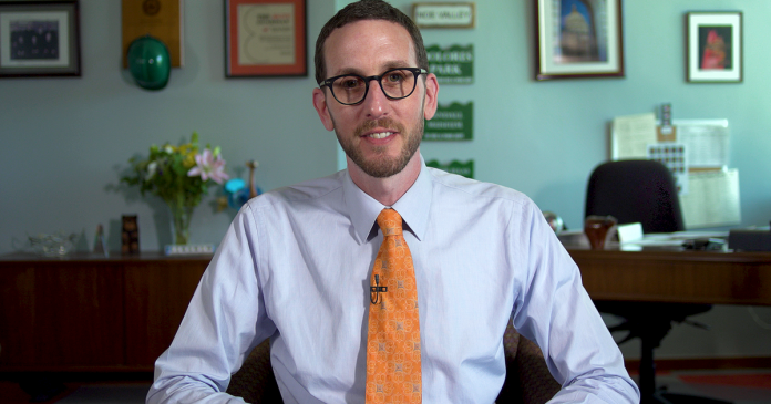 Scott Wiener says California can save the internet - Video