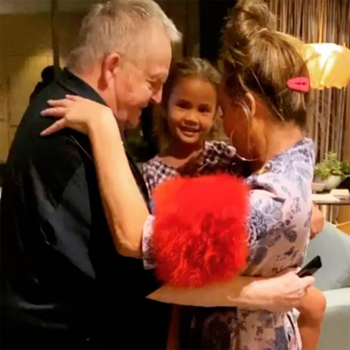 Watch Chrissy Teigen's Heartwarming Thanksgiving Dance With Her Dad - E! Online