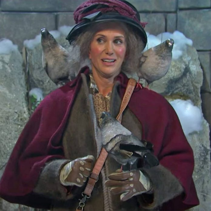 Kristen Wiig Plays Home Alone 2's Pigeon Lady on SNL - E! Online