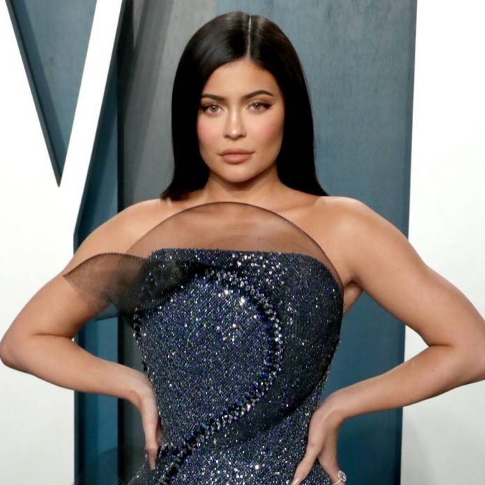 Kylie Jenner Flaunts Her Curves in the Ultimate '90s Tube Dress - E! Online