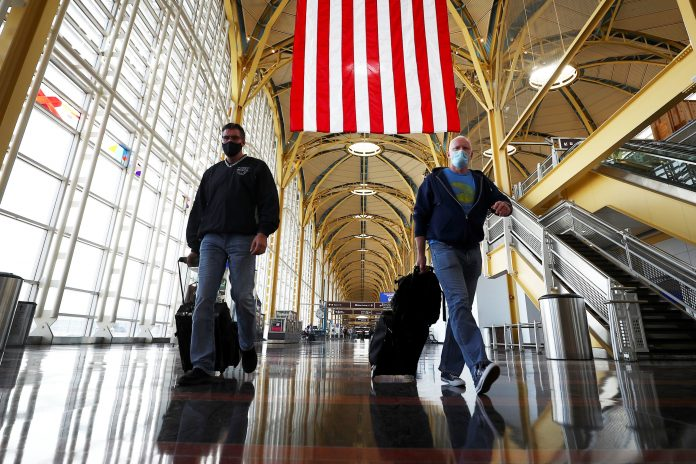 House Democrats urge FAA to crack down on unruly travelers