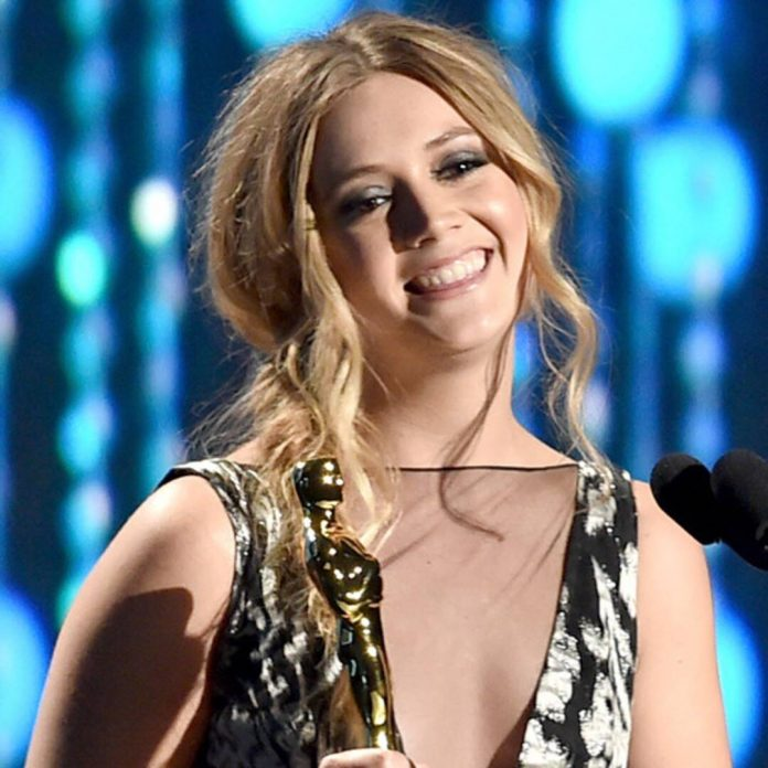 How Billie Lourd Pulled Off Her Top-Secret and ''Magical'' Pregnancy - E! Online