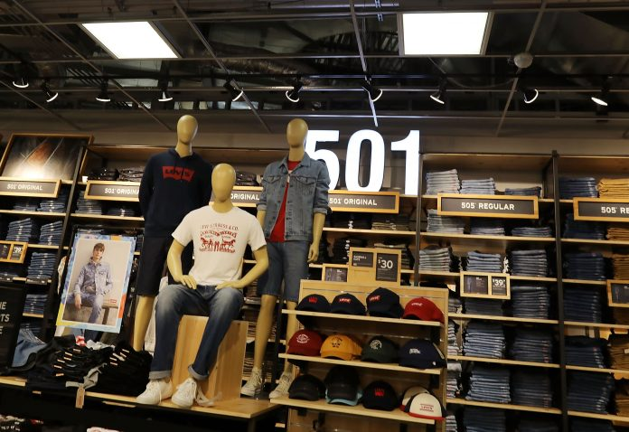 Levi's (LEVI) reports Q4 2020 earnings, sales beat