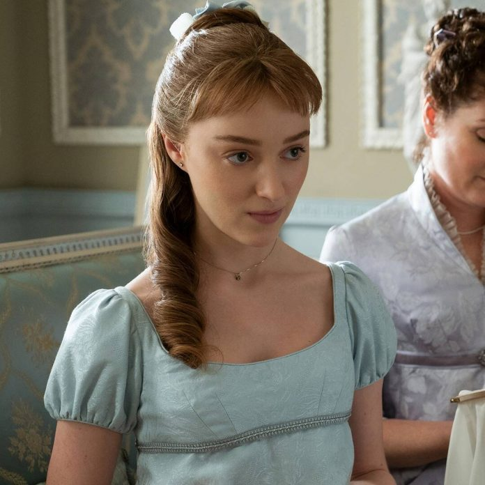 Phoebe Dynevor on What It's Like Seeing Bridgerton With Family - E! Online