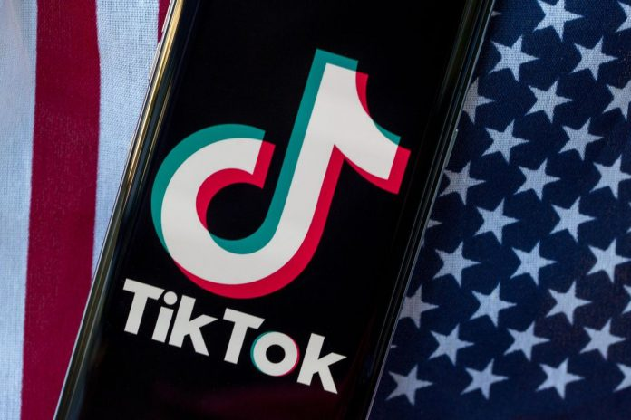 tiktok-united-states-flag-phone-app-5181