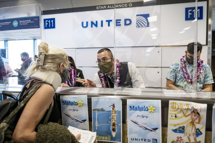 United Airlines CEO wants to make Covid vaccines mandatory for employees