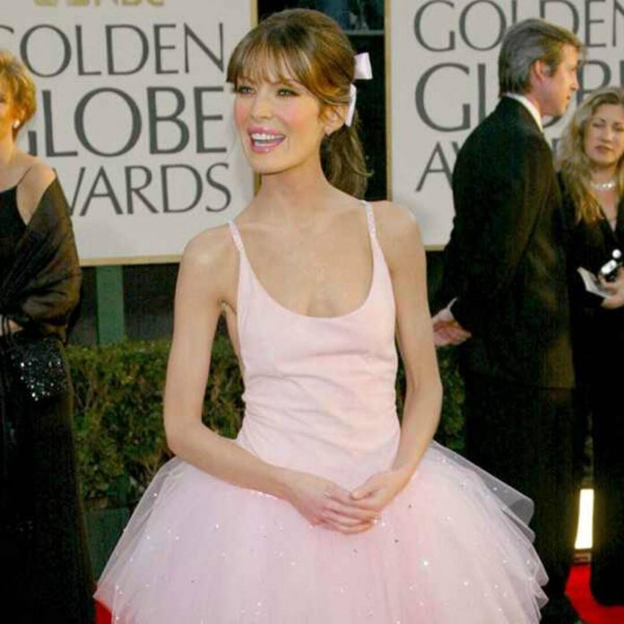 A Look Back at the Biggest Golden Globes Fashion Risks of All Time - E! Online