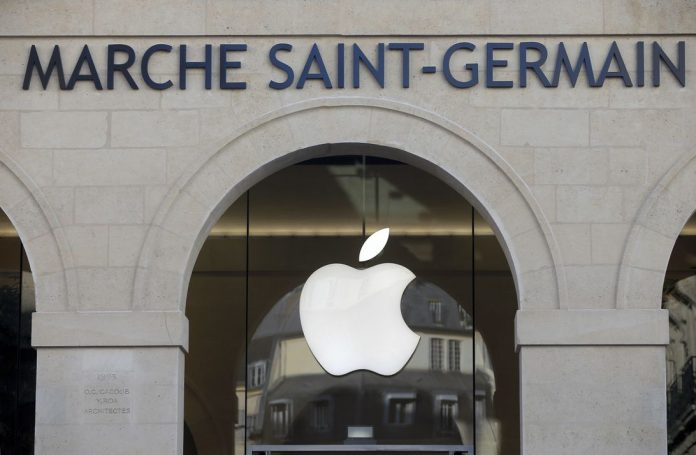 Apple Store Saint Germain Opens To Public In Paris