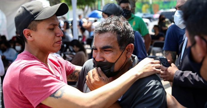 Families mourn victims of Mexico City subway collapse