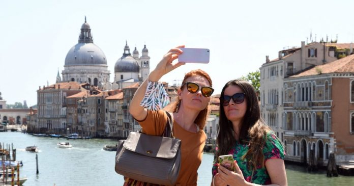 U.S. tourists to be welcomed back to Europe after members lift travel restrictions