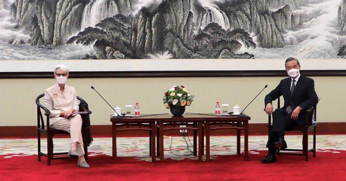 China blames U.S. for 'stalemate' in two-way ties as talks begin