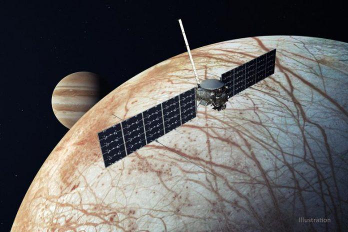 Europa Clipper Spacecraft Illustration