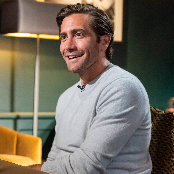 Jake Gyllenhaal Is the Latest Star to Weigh In on the Bathing Debate - E! Online