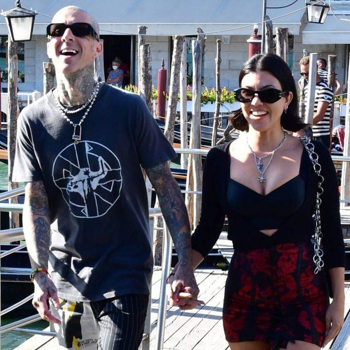 Kourtney Kardashian & Travis Barker's PDA-Filled Gondola Ride Is Amore