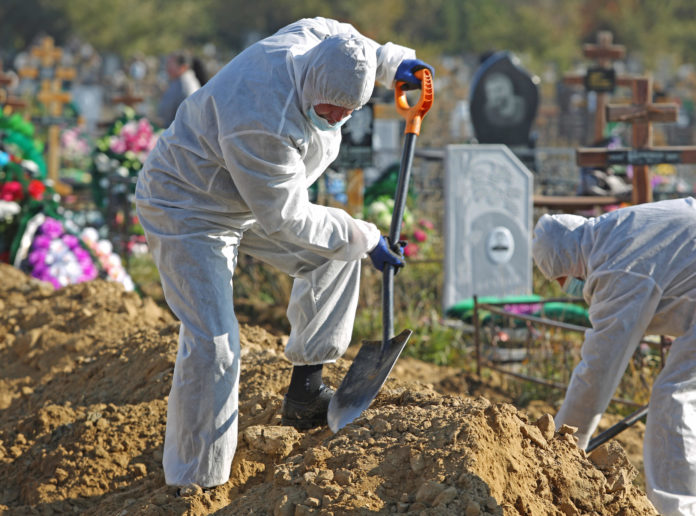 Russia records highest daily Covid death toll but resists lockdown